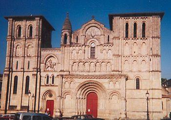 Français : Façade de l'église Sainte-Croix de ...