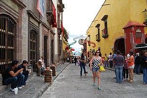 English: Looking north on Hidalgo Street in Sa...