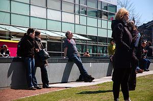 English: People in front of Kiasma in Helsinki...