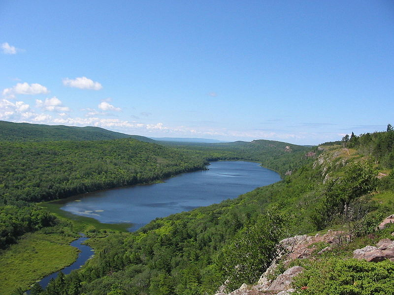 view of scenic area surrounding the Lake of the Clouds