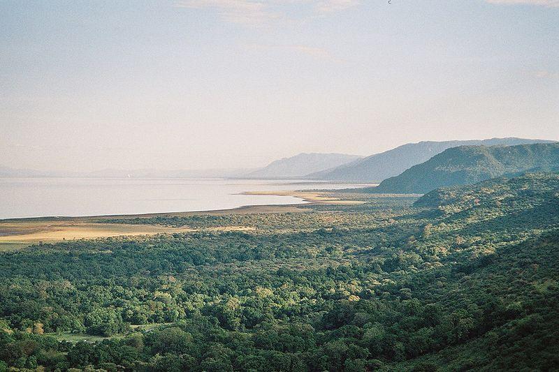 File:Lake Manyara.jpg