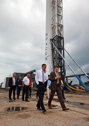 English: President Barack Obama tours SpaceX l...