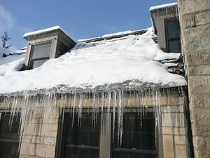 English: Ice dam forming on a slate roof near ...