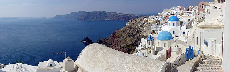 Panoramic view of the Santorini caldera, taken from Oia, Leonard G. Wikimedia Commons : http://en.wikipedia.org/wiki/File:SantoriniPartialPano.jpg