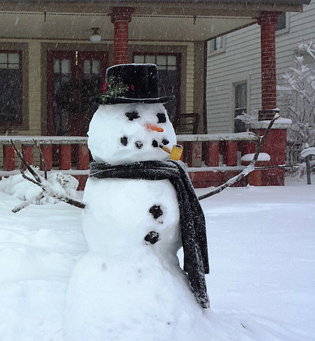 https://i1.wp.com/upload.wikimedia.org/wikipedia/commons/thumb/2/22/Snowman_in_Indiana_2014.jpg/443px-Snowman_in_Indiana_2014.jpg?w=604&ssl=1