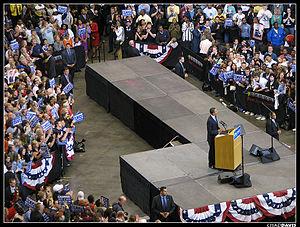 English: Barack Obama speaks at Xcel Energy Ce...