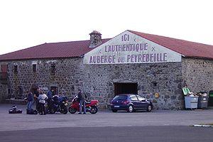 Außenansicht der Auberge Rouge
