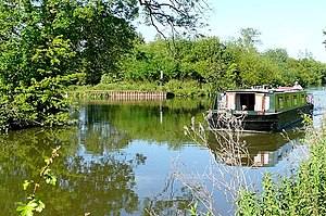 English: Canal west of Newbury The Kennet and ...