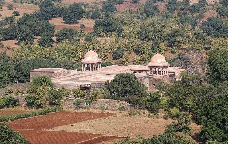 File:Baz Bahadur's Palace 01.jpg