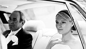English: Example of a contemporary wedding pic...