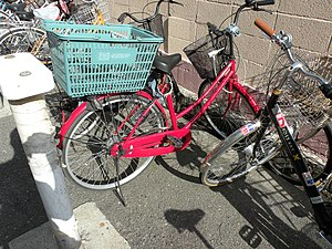 English: A bicycle which attached stolen shopp...