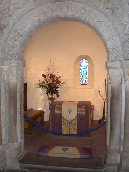 File:Inside St. Margaret's Chapel.jpg