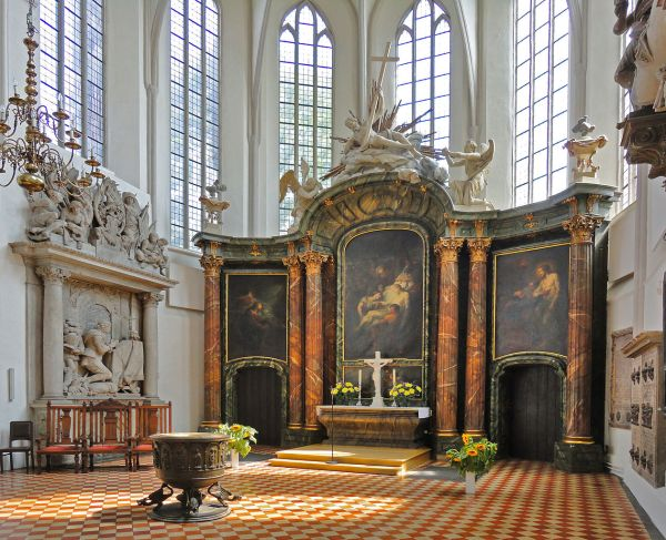 File:St Marys Church, Berlin, Germany (6123623871).jpg ...