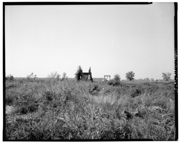 File:VIEW OF REMAINING EAST APPROACH TRUSS, FACING ...