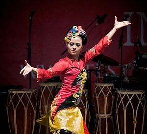English: Jaipongan, dance of Sundanese, West J...