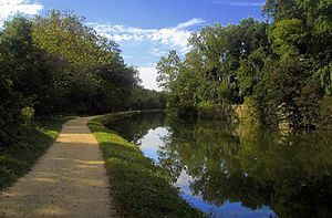 English: C&O Canal in The Palisades neighborho...