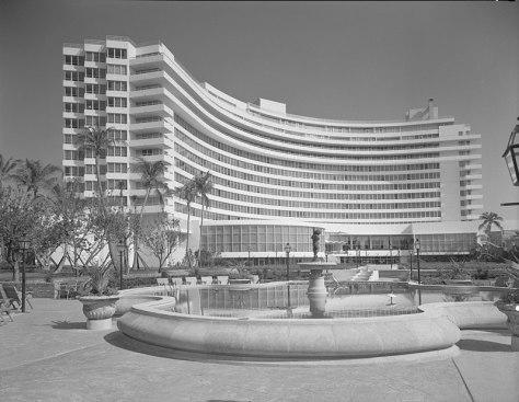 Fontainebleau Hotel 1955 LOC gsc.5a23477u.jpg