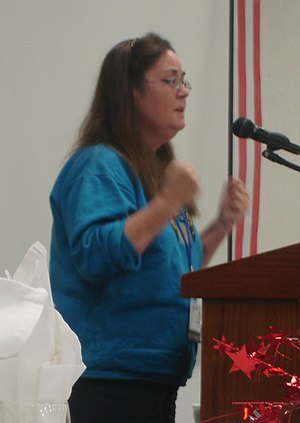 Wendy McElroy speaking in Springfield, Illinoi...
