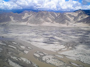 English: Yarlung Tsangpo River in Tibet. Españ...