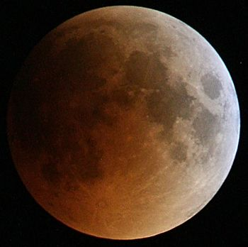 English: Total Lunar eclipse 15 June 2011 in i...
