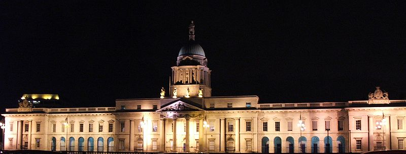 The Custom House in Dublin. It was burned by the IRA in 1921, but subsequently rebuilt by the Irish Free State.