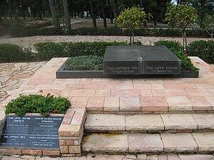 English: The grave of Shneur Zalman Shazar (Ru...