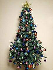 http://commons.wikimedia.org/wiki/File:Arbol_Navidad_01.jpg