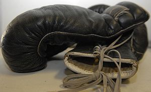 English: Pair of black leather boxing gloves