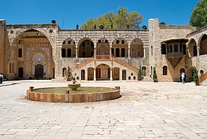 English: Courtyward at the Beiteddine Palace i...