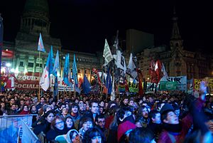English: A crowd in front of the Argentine Nat...