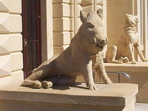 Detalle de los animales que custodian la fachada