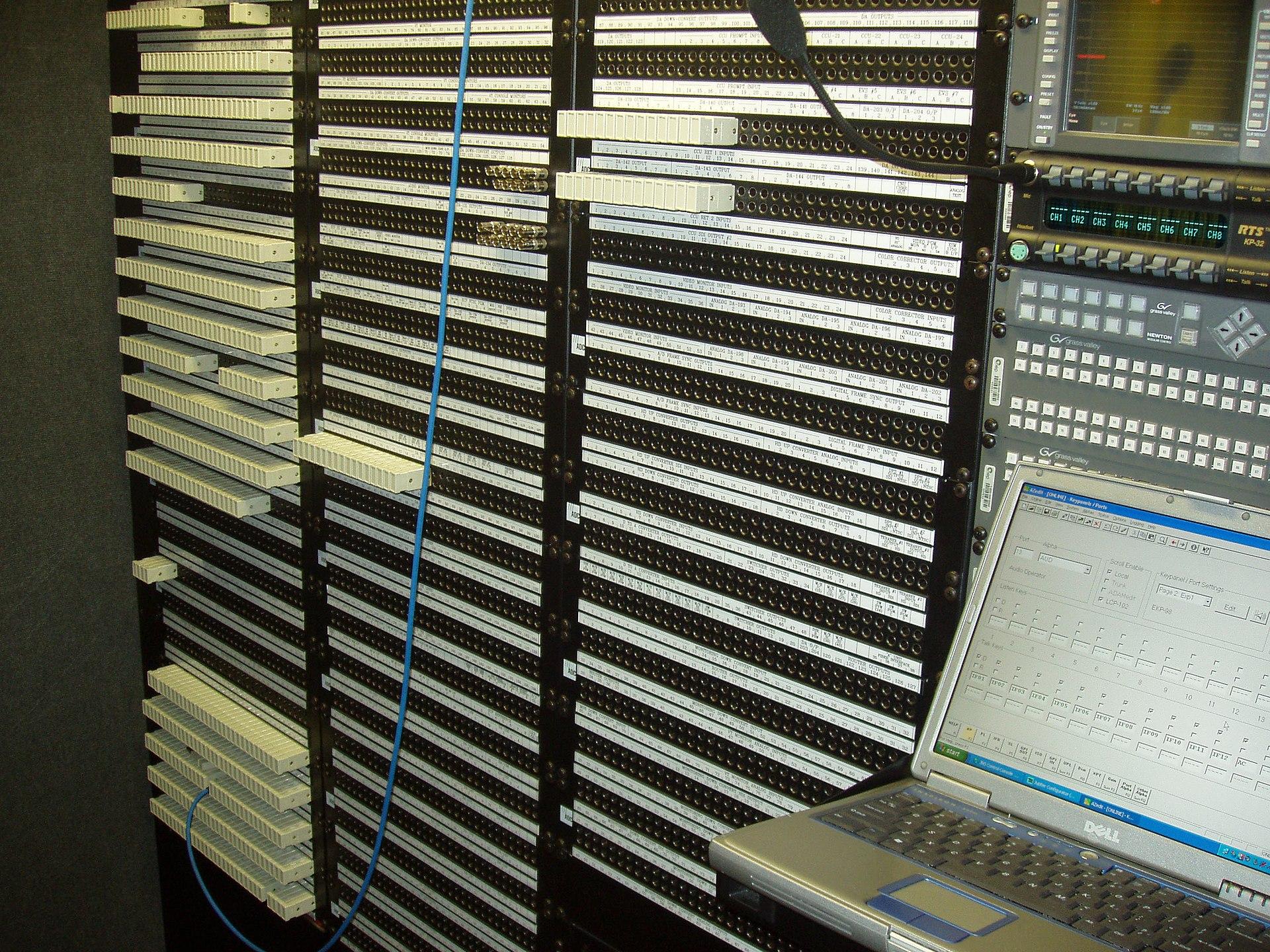 Patch panel - Wikipedia