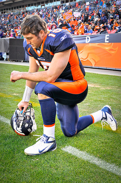 File:Tim Tebow Tebowing.jpg