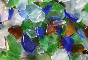 English: wave polished glass fragments from Gu...