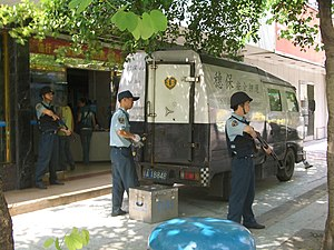 English: Cash transport van with guards in Gua...