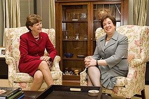 English: Senator Jeanne Shaheen (D-NH) meeting...