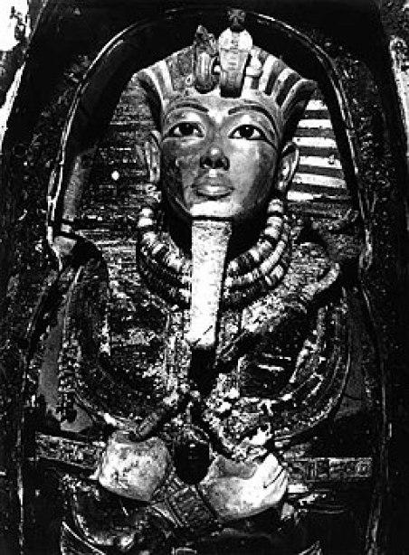 Tutankhamun's mask, Burton photograph P0744, 1922