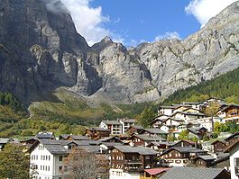 https://i1.wp.com/upload.wikimedia.org/wikipedia/commons/thumb/2/2c/Leukerbad2.jpg/265px-Leukerbad2.jpg