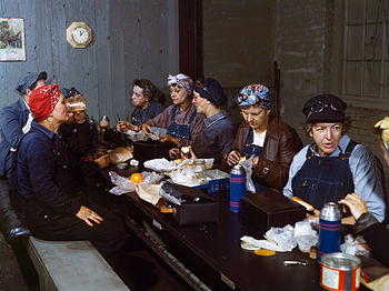 English: Roundhouse wipers having lunch in the...