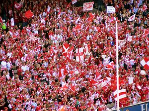 Sydney Swans supporters at the 2006 AFL Grand ...