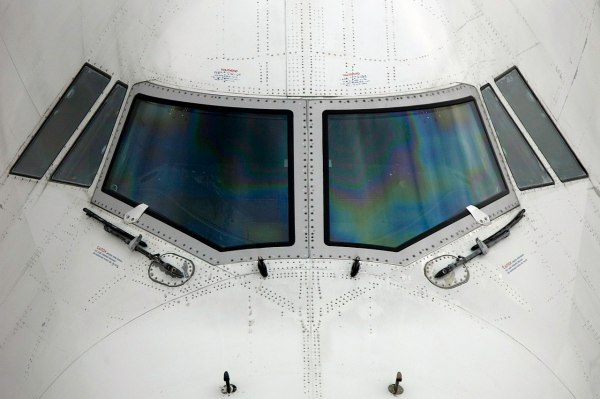 FileBoeing 747 cockpit window from outsidejpg