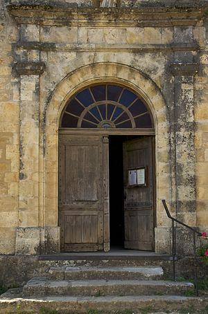 Français : l'entrée (datée 1820) de l'église S...