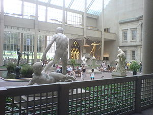 Statue court in the New York metropolitan museum.