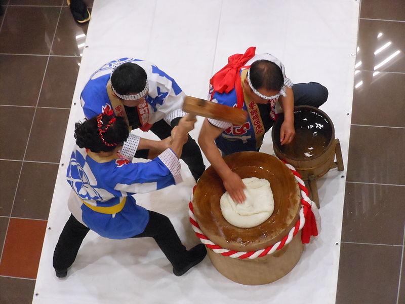 Mochistsuki, atividade típica do ano novo no japão, shogatsu