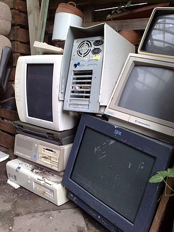 English: Pile of e-Waste / Electronic waste: A...