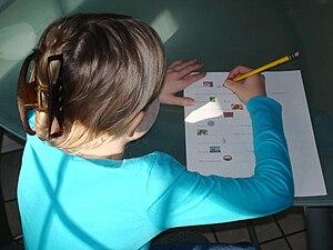 girl, writing Deutsch: Maedchen, beim Schreiben