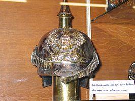 Een van de zilveren helmen