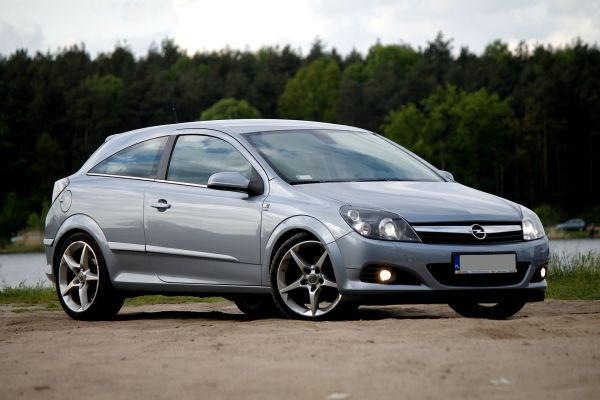 Opel Astra H – Wikipedia, wolna encyklopedia