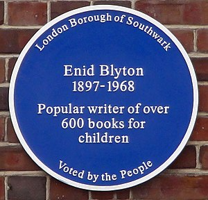 English: Blue plaque for Enid Blyton near Dulw...