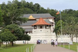 Front view of Temple of the Tooth, Kandy